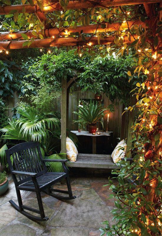 Kleine tuin groene meubels
